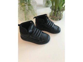 Adidas skor barn fint skick storlek 25 (351561108) ᐈ Köp på