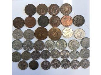 """Javascript är inaktiverat. - örebro - 38 svenska småmynt blandad valörer innehåller 10 öre 1943 och 1947 25 öre 1950, 1963, 1964 2 öre 1955 och 1963 5 öre 1972 Diverse övriga mynt med blandade årtal Möjlighet till """"köp nu pris"""" Betalning inom 3 dagar efter vunnen auktion  - örebro"""
