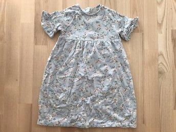 6f9db8695947 Lindex klänning med kattapplikation stl 110 cl (350714098) ᐈ Köp på ...