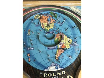 Gammalt SPEL I PLÅT, made in USA, flippervariant. ROUND THE WORLD