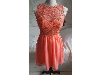 Ny klänning korall S nelly eve (393045226) ᐈ Köp på Tradera