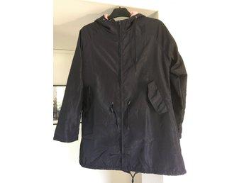 Svart Pull & Bear höst vår jacka, storlek L (dam)