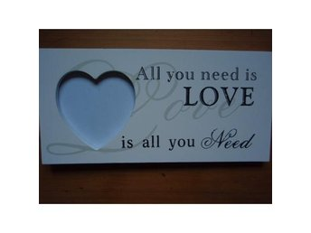 "Hjärtformad fotoram ""All you need is love....."""