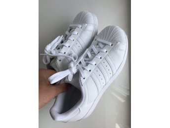 Nilson Shoes Sneakers ADIDAS, SUPERSTAR FOUNDATION Skinn Vit