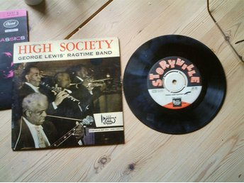HIGH SOCIETY GEORGE LEWIS RAGTIME BAND. 45 V 17 CM.