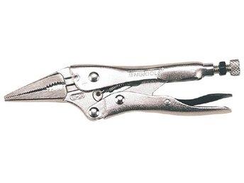 Universaltång 160 mm. Teng Tools 404-6 - Hönö - Teng Tools Med extra smala käftar. Försedd med rörgrepp och avbitare. Självlåsande. Med utlösningsarm. Förnicklad.Artnr 7427-0109 Teng Tools nr 404-6 Längd 160 mm Käftbredd 6 mm Käftdjup 35 mm Vikt 197 g Ant/förp 1 st Leverans: Leveran - Hönö