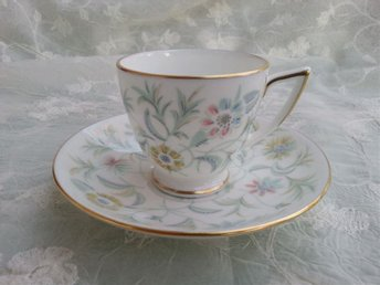 MYCKET FIN KOPP MED FAT. MINTON ENGLAND BONE CHINA VANESSA