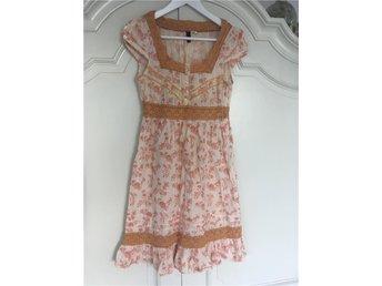 Fin klänning i retro stil stl 36 - Kungsängen - Fin klänning i retro stil stl 36 - Kungsängen