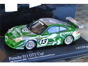 Porsche 911 GT3 Cup (Crawley, Nr 13) 1:43 Minichamps Grön/Silver Metallic Ny - Vännäs - Porsche 911 GT3 Cup (Crawley, Nr 13) 1:43 Minichamps Grön/Silver Metallic Ny - Vännäs