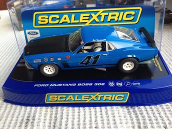 "Scalextric Mustang 1/32 ""Ny"" aldrig kørt"