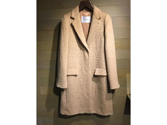 Max Mara camel-colored coat with embossed pattern - Stockholm - Max Mara camel-colored coat with embossed pattern - Stockholm
