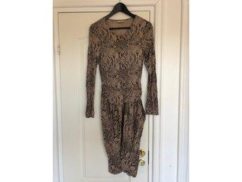 By Malene Birger klänning ormskinn M (392742654) ᐈ Köp på
