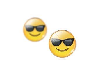 Rolig Glass emoji Cabochon Stud Örhängen Silver Stud för Womens Smycken - Hörby - Rolig Glass emoji Cabochon Stud Örhängen Silver Stud för Womens Smycken - Hörby