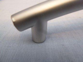 20 st välvda handtag i matt borstad zink. CC 128 mm. - Norrtälje - 20 st välvda handtag i matt borstad zink. CC 128 mm. - Norrtälje