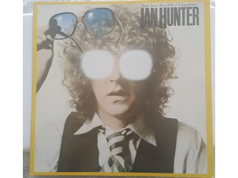Javascript är inaktiverat. - Landskrona - You're Never Alone with a Schizophrenic är ett musikalbum av Ian Hunter lanserat i mars 1979. Albumet var hans fjärde album som soloartist, och det första som släpptes på Chrysalis Records efter att Hunter lämnat Columbia Records. Hunte - Landskrona