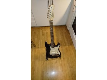 Squier by Fender Stratocaster  (splitterny)
