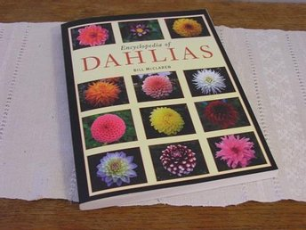 Encyclopedia of DAHLIAS av Bill McClaren