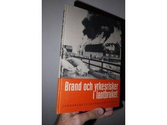 """Javascript är inaktiverat. - Olofström - """"Brand och yrkesrisker i lantbruket""""Se bild för innehåll.Begagnad bok i fint skick. Lätt yttre slitage, fint skick inuti. 175 sid. Utgiven 1962.Frakt tillkommer. Betalning till konto i Handelsbanken (SHB)Betalningsinfo kommer i Traderas au - Olofström"""