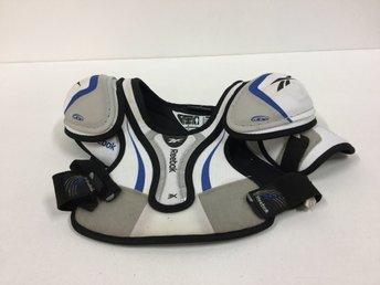 REEBOK Hockeyskydd axlar bc5f9f539aed6