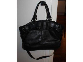 Fint! RIZZO Svart handväska axelremsväska Black handbag fynd - Spånga - Fint! RIZZO Svart handväska axelremsväska Black handbag fynd - Spånga
