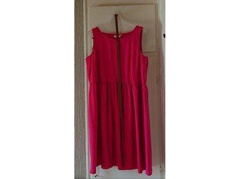 Hallonröd klänning från Zizzi storlek M (419706047) ᐈ Köp