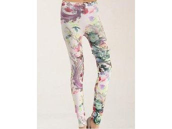 Fina blommiga leggings.  One size. NYVARA.