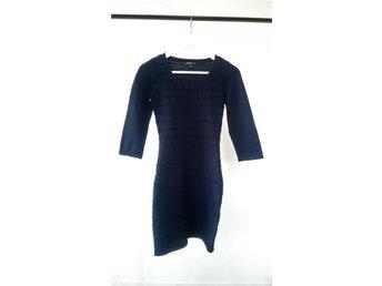 Mörkblå bodycon klänning från Mango stl XS-S - Göteborg - Mörkblå bodycon klänning från Mango stl XS-S - Göteborg