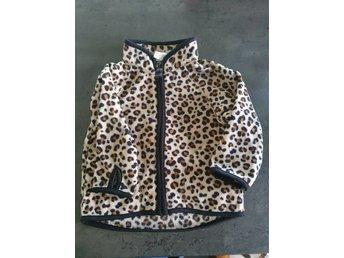 Mönstrad fleece tröja i stl 68 från Hm. Leopardmönstrad.