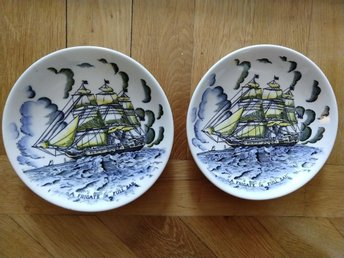 2 assietter a frigate in full sail engelskt porslin crown devon fielding's