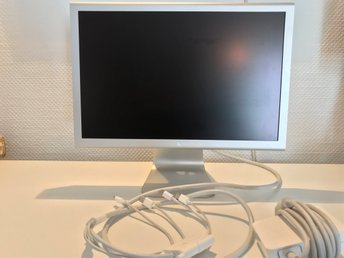 "Apple Cinema Display 20"" i fint skick"