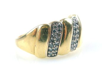 RING, 0,20ct, Ø: 17,25mm, 4,19g, 42 briljanter totalt 0,20ct, guld.