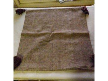 Kuddfodral med tofsar ca 50x51 cm - Svängsta - Kuddfodral med tofsar ca 50x51 cm - Svängsta