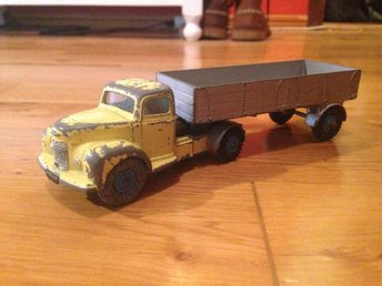 Dinky Toys No 424 Commer convertable articulated truck