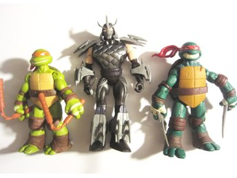 TMNT Lot med 2 st Ninja Turtles och Shredder (ond boss) med plast vapen 5 st