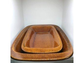 Javascript är inaktiverat. - Grebbestad - Old Höganäs - 2 St Ugnsformar Skick: Fint skickMått: 28 cm x 39,5 cm / 19,5 cm x 22,5 cmSE VÅRA ÖVRIGA AUKTIONER!Vi säljer mestadels porslin & keramik men också retroprylar. Har väldigt mycket auktioner ute just nu med porslin från b - Grebbestad