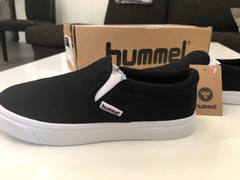 NYA Hummel skor/slip-on junior strl 32!