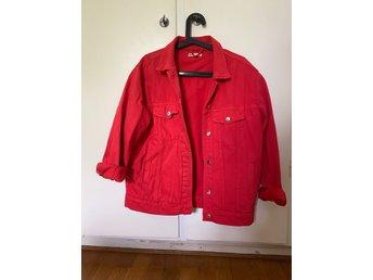 Röd jeansjacka från Gina Tricot (397748062) ᐈ Köp på Tradera