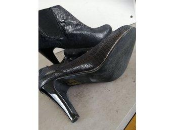 43b083640b7 Skor på Tradera.com - Köp och sälj på auktion & till fast pris