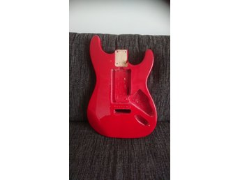Strat type guitar body