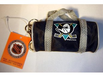 NYCKEL RING MINI BAG (VÄSKA)  MIGHTY DUCKS  NY  !!!
