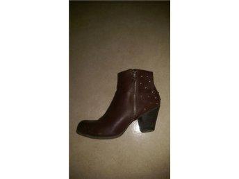 Boots bruna nitar guldfärgade cowboy western stövlar klack - Norsborg - Boots bruna nitar guldfärgade cowboy western stövlar klack - Norsborg