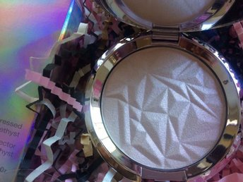 Becca Shimmering Skin Perfector Pressed Highlighter Prismatic Amethyst