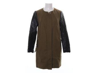 Kläder på Tradera ᐈ 346 918 annonser • Utropspris från 1 kr a469334305934