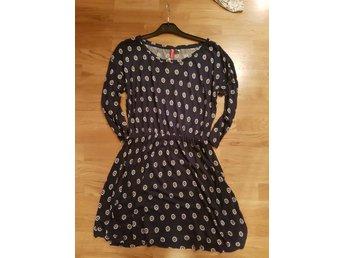 Ny oanvänd mönstrad höstklänning från hm alla prislappar kvar