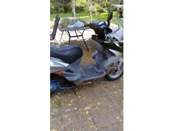 Sym moped