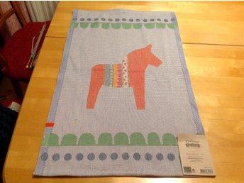 Handduk Linneväveriet i Horred Ekelund ekologisk bomull miljömärkt dalahäst - Falkenberg - Handduk köpt i Outletfabriken i Horred. Den har ett trådfel. Felet är oansenligt och har ingenbetydelse för handdukens funktion. Linneväveriet i Horred, Ekelund är ett svensk företag som tillverkar sina produkter i ekologisk bomull och - Falkenberg