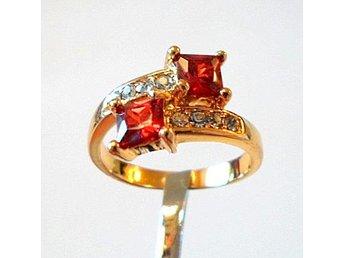 18 k gult guldfylld ring med kristaller strl ca 18 - Märsta - 18 k gult guldfylld ring med kristaller strl ca 18 - Märsta