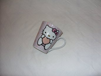 Hello Kitty by Sanrio porslins mugg evolukids coffee mug katter katt cats