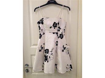 Sisters Point S klänning vit svart blommor 34 / 36 - Boden - Sisters Point S klänning vit svart blommor 34 / 36 - Boden