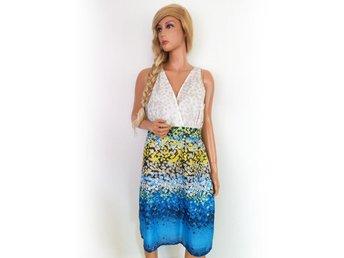 St-Martins klänning storlek 44 axelband blommor på blå bomull SAMFRAKT - Ciechanów - St-Martins klänning storlek 44 axelband blommor på blå bomull SAMFRAKT - Ciechanów